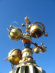 Orbitron - Discoveryland, Disneyland Paris - October 2009 (Morven McPherson) Tags: blue sky paris halloween gold technology ride disney future eurodisney futuristic disneylandparis orbitron discoveryland eurodisneyparis halloween2009 disneylandparishalloween eurodisneyhalloween