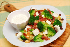 Brokkoli Apfel Salat | Broccoli Apple Salad (Soupflower's Blog) Tags: cooking apple bacon salad broccoli dressing danish salat crunchy apfel feta pinenuts sourcream roasted speck kochen brokkoli pinienkerne dnisch sauerrahm soupflower wwwsoupflowercomblog