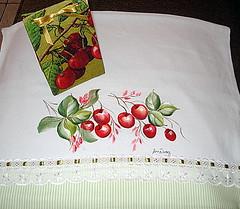 Pintura em panos de copa (Anne_Bravo) Tags: natal caixa reciclagem cerejas pintura tecido leite
