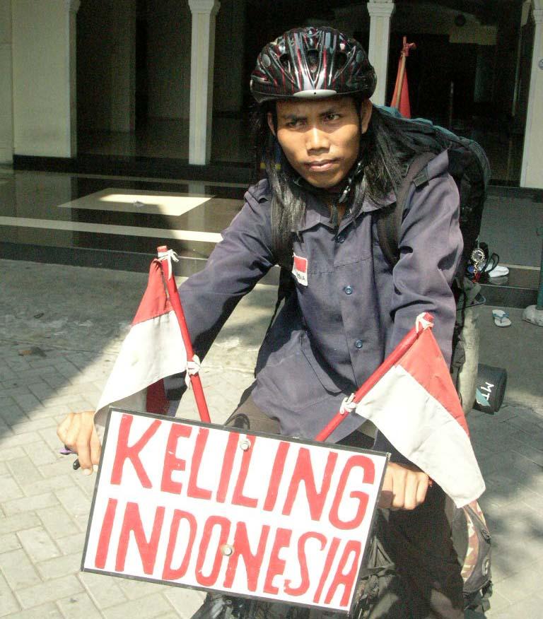 EGI SURYANA - Bersepeda Keliling Indonesia