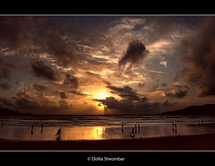 Sunset @ Patong Beach - Phuket (DolliaSH) Tags: travel light sunset sea summer vacation sky cloud sun holiday seascape hot color reflection sol beach colors clouds sunrise canon reflections thailand atardecer photography lights soleil photo movement zonsondergang topf50 asia warm tramonto foto sonnenuntergang photos wolke wolken paisaje nubes nuvens phuket sole nuage nuages topf150 drama sonne topf100 nube skyer coucherdesoleil wolk puestadelsol patongbeach kumo 1755 moln wetsand nubi zakat canonefs1755mmf28isusm canoneos50d oblaka solntse concordians dollia dollias sheombar dolliash