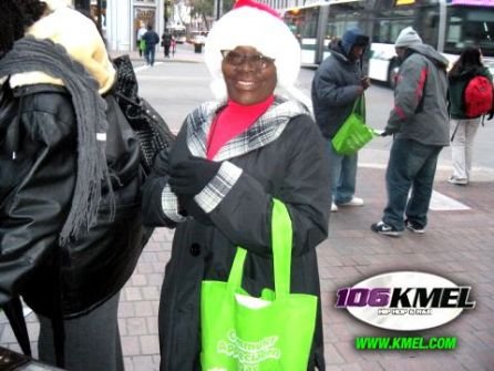 AC Transit and KMEL hosted Commuter Appreciation Day Thursday, December 10 in downtown Oakland. The first 200 commuters received a Translink card with $5 value. For more information about Translink, visit www.actransit.org