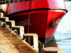 atracando (florenarocena) Tags: boat barco vivid bateau schiff topseven estremit
