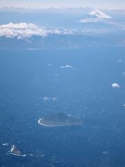 Izu Islands, Izu Peninsula and Mt. Fuji (double-h) Tags: mountain island aerial fujisan aerialphoto  mtfuji snowcovered windowseat airview aerialphotograph  toshima  izuisland   airplainwindow  udoneshima