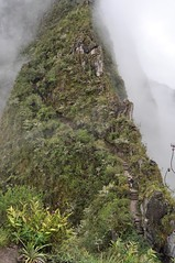 Subiendo a Wayna Picchu (AlCorts) Tags: city mountain peru machu picchu fog stone america lost ruins cusco south vieja sur montaa neblina diciembre urubamba joven incas piedra huayna quechua calientes conquista wayna vilcanota macchupiccho