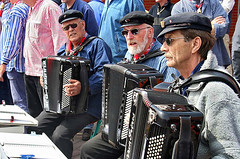 "Accordeons • <a style=""font-size:0.8em;"" href=""http://www.flickr.com/photos/45090765@N05/4258731355/"" target=""_blank"">View on Flickr</a>"