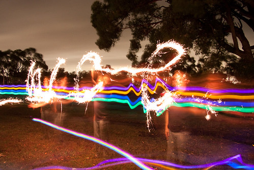 Light painting with glowsticks, lasers and sparkers (05)