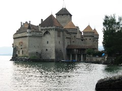 Château de Chillon. Castillo de Chillon.The Chillon Castle. Schloss Chillon (1). (dietadeporte) Tags: city summer lake castle water água río canon river lago schweiz switzerland see agua eau wasser europa europe suisse suiza fiume lac 2006 rhône castelo suíça chillon rotten svizzera leman schloss acqua castello château strom castillo lordbyron fleuve montreux châteaudechillon svizra roine confoederatiohelvetica veytaux schweizerischeeidgenossenschaft confédérationsuisse confederazionesvizzera confederaziunsvizra ròse rôno cantóndevaud scholosschillon
