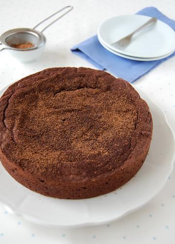 Crowd-pleasing chocolate cake / Bolo de chocolate para agradar multidões