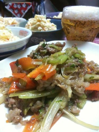 #jisui 牛肉とセロリのオイスターソース炒め!乾杯!