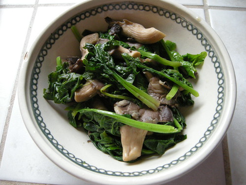 Lazyass Cookin': Sauteed Spinach and Mushrooms w/ Soy Butter