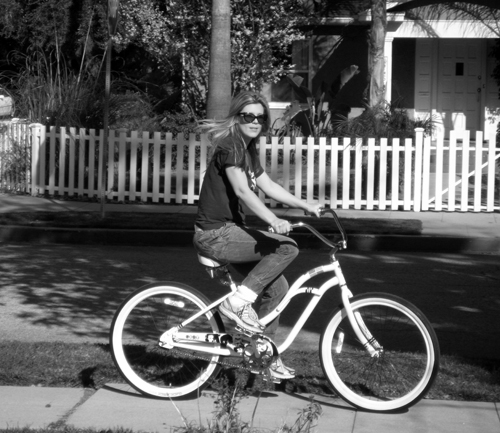 me beach cruiser bike-bw