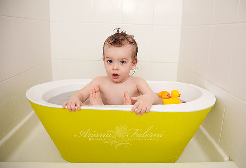 hoppop toddler tub giveaway becoming mom mommy tips and photography tricks. Black Bedroom Furniture Sets. Home Design Ideas