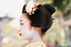 Katsuru, Baika Sai, Kyoto (richard thomson) Tags: red portrait face festival japan japanese topf50 kyoto profile lips maiko geiko geisha teaceremony ume matsuri nodate kitanotenmangu baikasai hanamachi kamishichiken katsuru plumblossomviewingfestival 1500yenentrance 3000tickets
