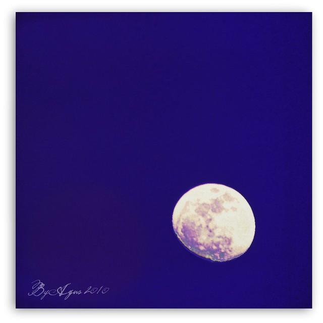 Mami, la luna no duerme ???