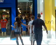 justinbieber-selenagomez-arlingtontexas-mall