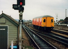 Reading, 4th August 1988 (elkemasa) Tags: reading 1988 parcels dmu class128