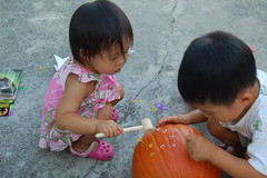 Aki helping Owen with pumpkin