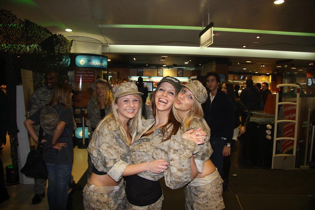 Modern Warfare 2 chicas sexy Fnac