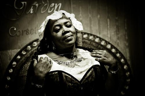 フリー画像| 人物写真| 女性ポートレイト| 黒人女性| 黒人| モノクロ写真|      フリー素材|