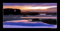 Paleta de tonos (lvaro San Martn) Tags: luz azul atardecer luces mar agua pueblo colores galicia cielo montaa angular naranja lugo rocas reflejos catedrales bello maravilla ascatedrais ribadeo tonos playadelascatedrales charcos destellos tonalidades varito 450d