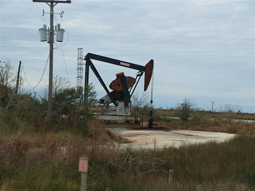 Louisiana oil well.JPG