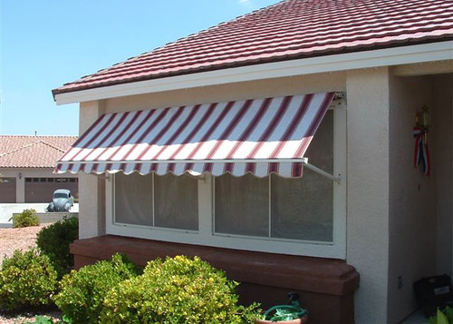 13000-robusta-retractable-window-awning-15-093008163518