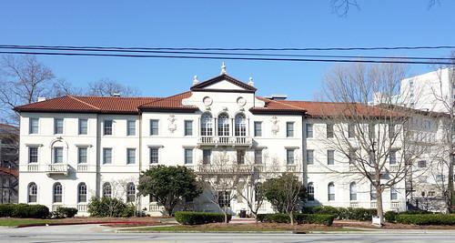 P1000628-2010-02-07-Shutze-Emory-Harris-Hall-East-Facade-Headon