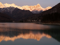 Buon giorno mondo ! - Good morning world ! (*evelyn47*) Tags: lake mountains montagne sunrise lago alba reflexions pordenone barcis
