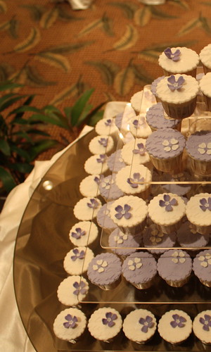 pretty violet & white flower cuppies