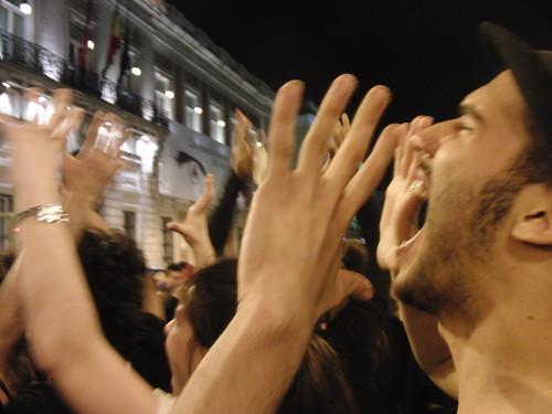 Performance de mimos gritando sin voz