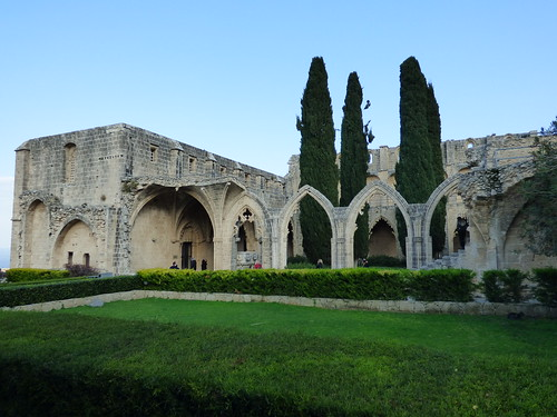 Bellapais Abbey, cloister arches (2)