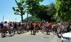 carnaval de bicicletas (luyunes) Tags: gente bicicleta blocosdecarnaval carnaval urca riodejaneiro motoz luciayunes