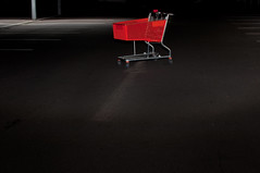 lost and found (Heidelknips) Tags: red found lost trolley garage parking flash sunday arrow tiefgarage d90