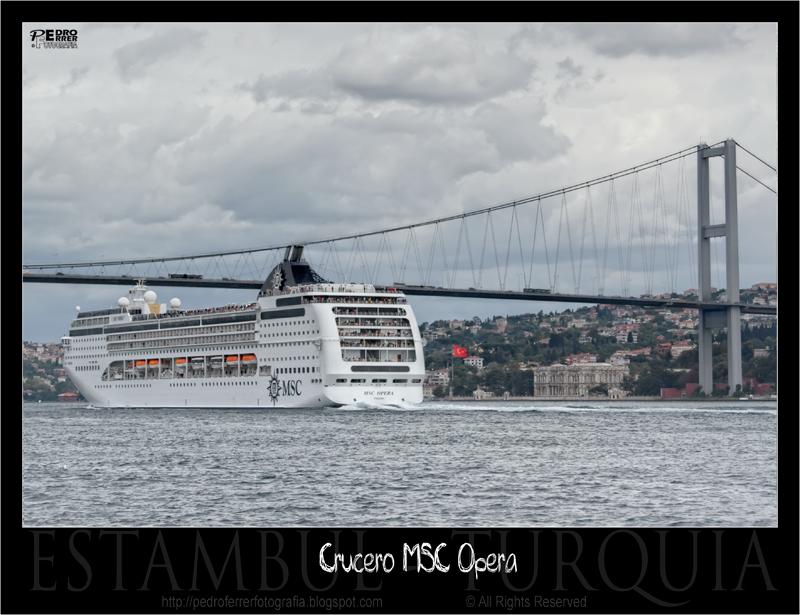 MSC Opera bajo el Puente del Bósforo - Estambul