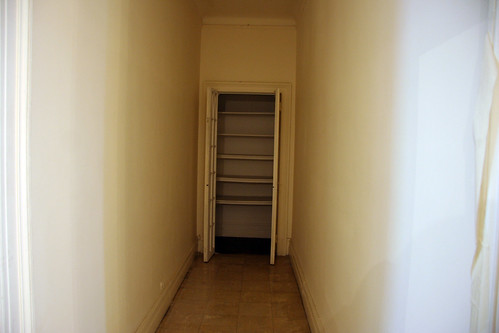 RB - 004d - Closet