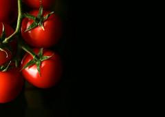 Tomatoes mon amour (Francesco Bartaloni) Tags: red food black vegetables tomato florence tomatoes vegetable firenze rosso tavolo pomodori nero cibo tabletop vegetale foodphotography vegetali cibi nostrobistinfo francescobartaloni frankbb removedfromstrobistpool seerule2