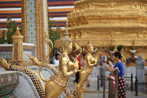 The Emerald Buddha Temple (Wat Phra Kaeo) by Veet Satkar