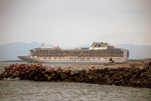 Cruise Ship, departing