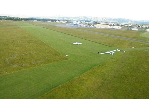 The DG and Pawnee ready to depart Palmerston North's grass runway