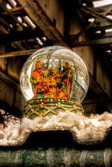Manger in an alley: 7 (nativity snow globe)