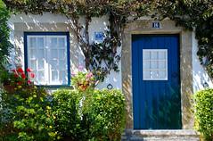 16 (selenis) Tags: door flowers flores portugal window casa nikon porta janela fachada 2009 óbidos façade d80 18135mm ilustrarportugal sérieouro