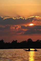 Laos (fuerst) Tags: travel sunset red sun holiday rot water river boot boat wasser sonnenuntergang urlaub laos dondet fluss sonne mekong reise 4000islands siphandon donkhon canoneos1000d 4000inseln