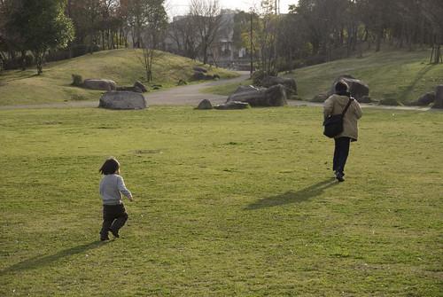 お父さんを追いかけてみたり、息子も楽しそうです。