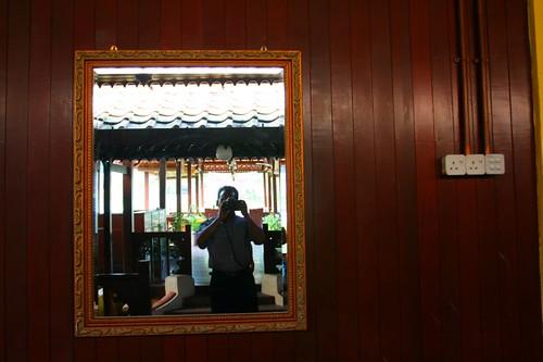 Cermin muka di Hotel Merlimau Inn.