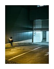 Rua Sousa Pinto, Lisboa (Sr. Cordeiro) Tags: ruasousapinto lisboa lisbon portugal rua street noite night garagem garage entrada entrance tunel tunnel pausa fumar cigarro pause break smoking sony a7 a7ii mk2 mkii fe 50mm f18