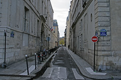 Rue Poulletier - Paris (France) (Meteorry) Tags: paris france island europe facades saintlouis rue narrow wrongway lestlouis anjou lesaintlouis meteorry sensinterdit quaidanjou ruepoulletier etroit poulletier