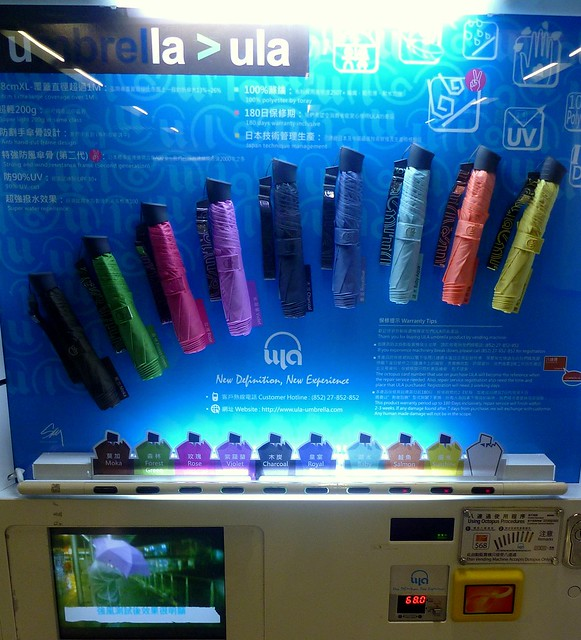 Vending machine for umbrellas