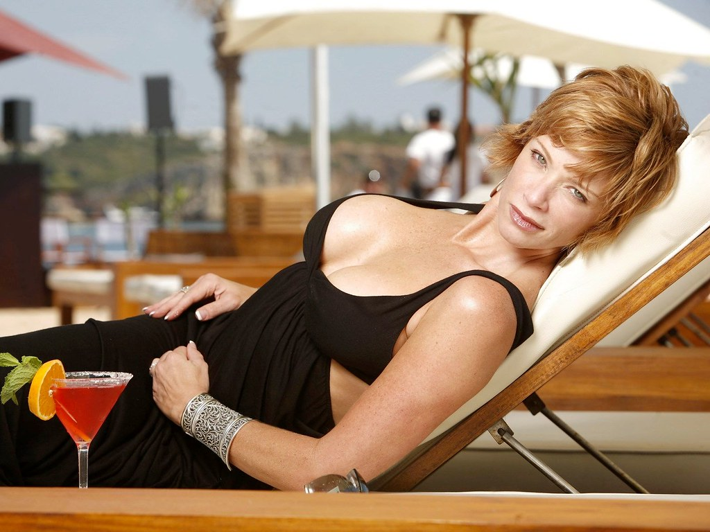 lauren holly sexy