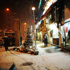 2205/1719*'^+z] (june1777) Tags: street light snow night 35mm canon square t eos f14 snap 1600 clear e seoul 5d ef shinnaedong